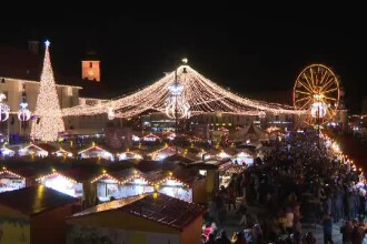 Atmosferă de basm la târgul de Crăciun din Sibiu. Impresia unor turiști străini