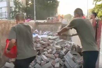 Țara în care soldații au ieșit să facă curățenie pe străzi din proprie inițiativă. VIDEO