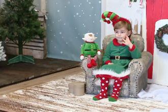 Tot mai mulți români cumpără ședințe foto de Crăciun în studiouri speciale. Cât costă