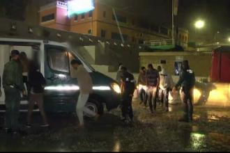 Un autocar cu zeci de imigranți africani a pătruns cu forța în Spania. Ce au făcut apoi
