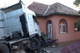 Dezastrul provocat de un şofer de TIR băut, care mergea cu viteză. Pe cine a dat apoi vina