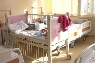 Drama unei fetițe din Arad, obligată să stea în spital deși s-a vindecat după un incendiu