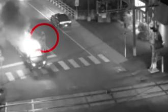 Momentul în care motorul unei mașini explodează în mers. VIDEO