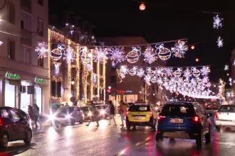 Primarii nu s-au zgârcit la decoraţiuni de Crăciun. Oraşul care şi-a luat şi