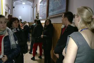 Incidente la o secție de vot din Cluj. Oamenii au fost nevoiți să stea la coadă