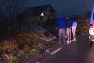Viteza și ploaia, aproape fatale pentru 2 șoferi, în Argeș. Trei persoane au fost rănite