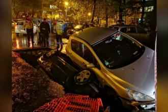 """RADET, precizări despre groapa în care au căzut 2 mașini. """"Dacă vedeam, nu intram în ea"""""""