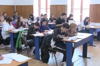 De 30 ani, educația vrea mărire de notă, dar tot corigentă rămâne. 40% din absolvenți sunt analfabeți funcțional