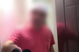 """Polițistul care s-a bătut cu un vecin în curtea unui bloc: """"El a căzut și s-a lovit"""""""