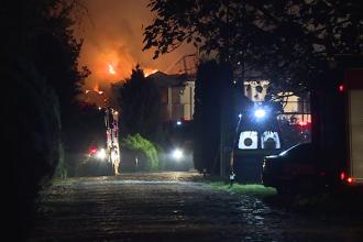 VIDEO. Fosta vilă din Izvorani a lui Irinel Columbeanu a ars din temelii