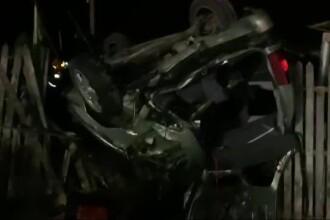 Un tânăr de 17 ani este în stare gravă, după ce mașina în care se afla s-a răsturnat
