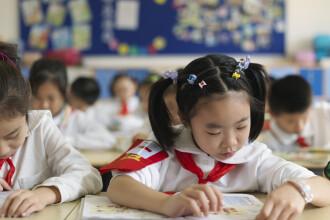 """China va adăuga """"lupta împotriva noului coronavirus"""" în programa școlară. Ce vor învăța elevii"""