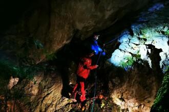Doi tineri izolați pe Pietrele lui Solomon din Brașov, coborâți în siguranță de salvamontiști și jandarmi