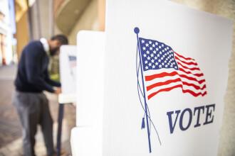 Dolarul se depreciază pe măsură ce Joe Biden pare a fi câştigătorul alegerilor prezidenţiale din SUA