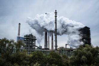 Iohannis a promulgat legea reducerii vârstei de pensionare pentru persoanele din localităţi poluate