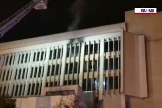 Incendiu la Judecătoria Iași. Nu se ştie încă de la ce a pornit focul