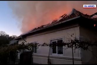 Doi soți din Argeș au rămas fără acoperiș deasupra capului. De la ce a pornit incendiul