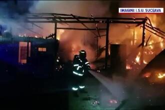 Un bătrân și-a văzut gospodăria distrusă de flăcări. Incendiul a pornit de la un coș de fum