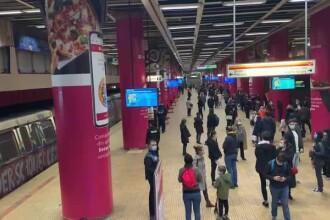 Panică la metrou, sâmbătă. Staţia Piața Unirii s-a umplut de fum