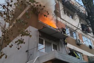 Incendiu într-un bloc din Galați. 2 persoane au murit, iar alte 3 au fost intoxicate cu fum. VIDEO