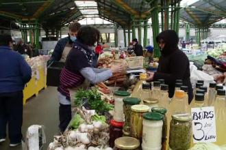Proprietarii de restaurante din Brașov au pregătit mese calde pentru comercianții din pieţe