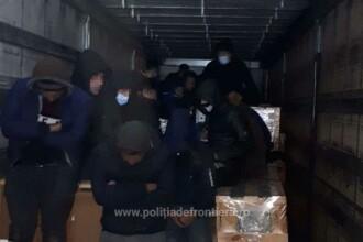 41 de migranți, printre care 6 minori, descoperiți la Vama Nădlac. Unde se ascundeau