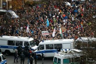 Mii de persoane protestează în Berlin împotriva guvernului, care va primi puteri sporite