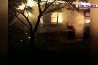 O casă din Argeș, mistuită de flăcări. Cauza incendiului: un scurtcircuit provocat de o improvizație