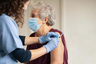 Guvernul a aprobat strategia de vaccinare anti-COVID-19. Vaccinarea este