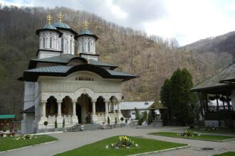 Mănăstirea Lainici, în carantină pentru două săptămâni. Un călugăr a murit iar alte șapte persoane sunt infectate