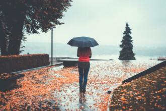 Vremea azi, 20 noiembrie. Vânt și precipitații în majoritatea regiunilor țării