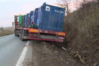 Accident grav pe DN72, între Ploiești și Târgoviște. Un TIR care tracta o platformă a ajuns în șanț