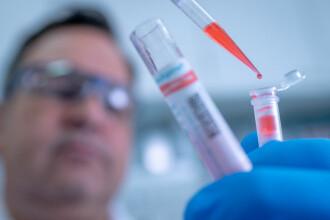 """A început testarea unui nou tratament anti-Covid: un """"cocktail de anticorpi"""", creat pentru oamenii care nu pot fi vaccinați"""