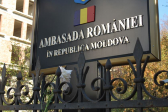 Secţia consulară a Ambasadei României din Chişinău îşi suspendă activitatea, din cauza unui focar de COVID-19