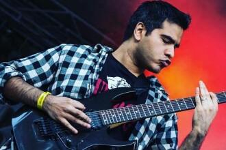 "Waqas Ahmed, un chitarist talentat stabilit în România, a lansat primul album solo: ""Doomsday astronaut"""