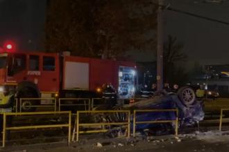 Grav accident produs în Capitală. Un șofer băut s-a răsturnat cu mașina pe linia de tramvai