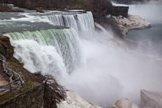 Cascada Niagara va fi iluminată în culorile drapelului românesc, de 1 Decembrie