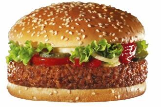 Amendata pentru ca a stat prea mult la fast-food!