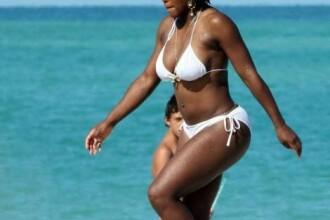 Serena Williams, in chilotei pe plaja