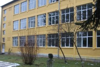 Lipsa banilor i-a impins pe profesori sa migreze de la stat la privat