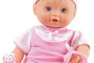 Ce a gasit o femeie in papusa castigata de fetita ei la o tombola.