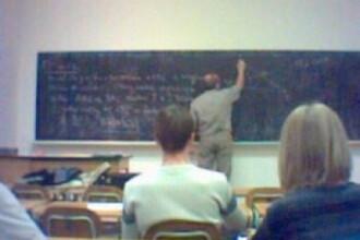 Portretul profesorului roman:fie suplinitor cu nota 2 la titularizare, fie