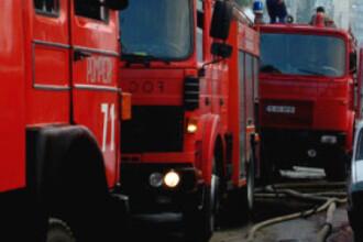 Misiune cu peripetii: masina de pompieri, implicata intr-un accident