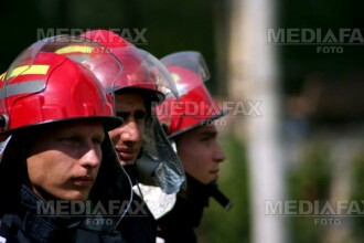 Pompierii aradeni, chemati sa stinga un incendiu la subsolul unei scoli