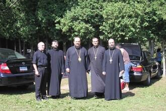 Pacatosii cu sutana: nici preotii nu sunt usa de biserica!