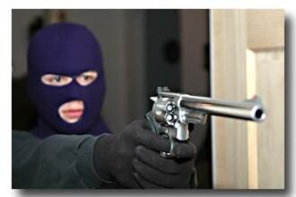 Jaf armat la o banca din Resita