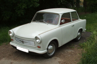 Nostalgici si pasionati: restaureaza masini din epoca comunista