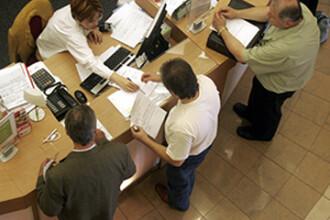 Premiera: o banca ar putea pierde dreptul de creditare la cererea ANPC