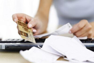 Economistul sef al BNR: Copiii cred ca banii sunt facuti de zâne; asa au crezut si parintii la creditele cu buletinul
