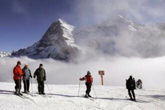 S-a intors iarna cu zapada multa si turisti dornici de distractie!